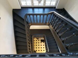 Stradivarius, trappenmakerij Wim Van Loon, houten trap